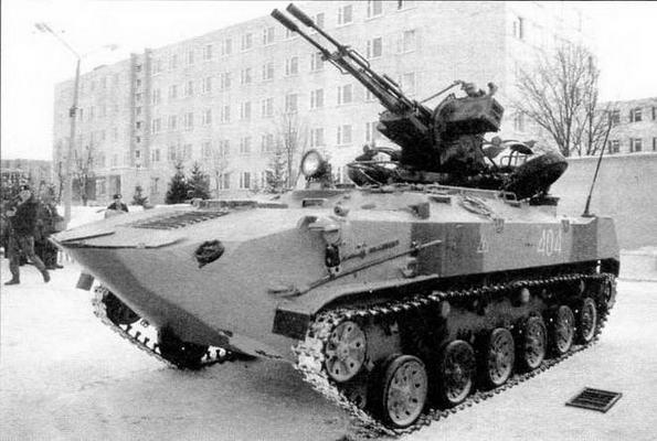 Бронетранспортер БТР-ЗД с установленной на крыше корпуса 23-мм спаренной зенитной пушкой ЗУ-23-2