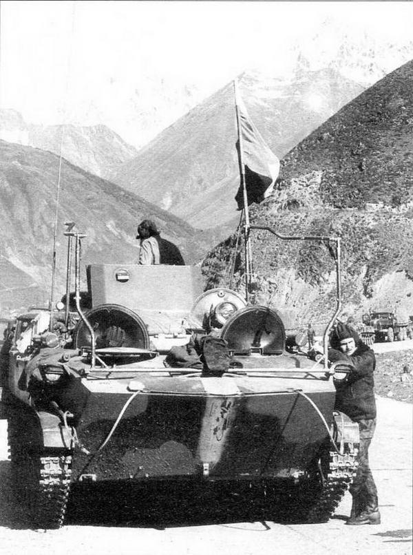 Командно-штабная машина КШМ-Д «Сорока» одного из подразделений Российских миротворческих сил. Южная Осетия, июль 1992 года