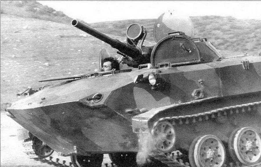 Одна из боевых машин десанта, захваченная армянскими формированиями в Нагорном Карабахе у азербайджанских войск. Февраль 1992 года. Обращают на себя внимание нештатный ИК-прожектор на башне и установленный на лобовом листе корпуса автомобильный сигнал