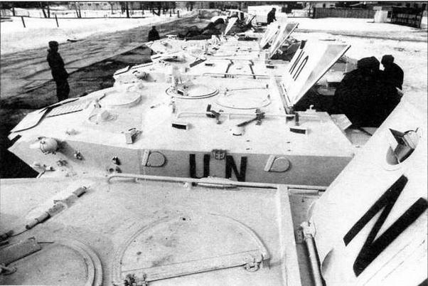 Десантники готовят бронетранспортеры БТР-Д к отправке на Балканы — в состав Международных сил по поддержанию мира в Боснии. Март 1992 года