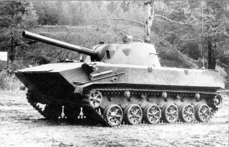 Самоходное артиллерийское орудие «Нона-С» в походном положении при максимальном клиренсе