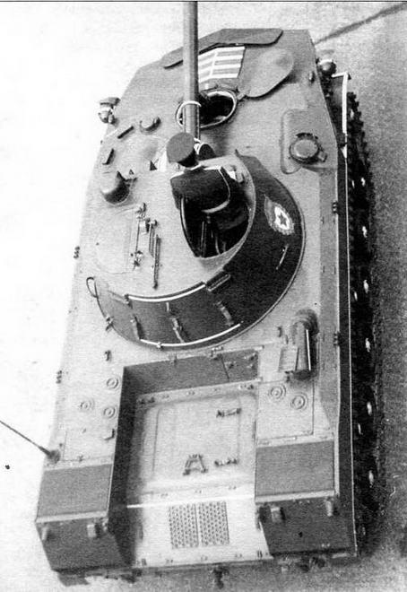 Вид сверху на САО «Нона-С». Москва, 9 мая 1985 года. Обращает на себя внимание массивный патрубок системы питания двигателя воздухом, установленный в правой части крыши МТО