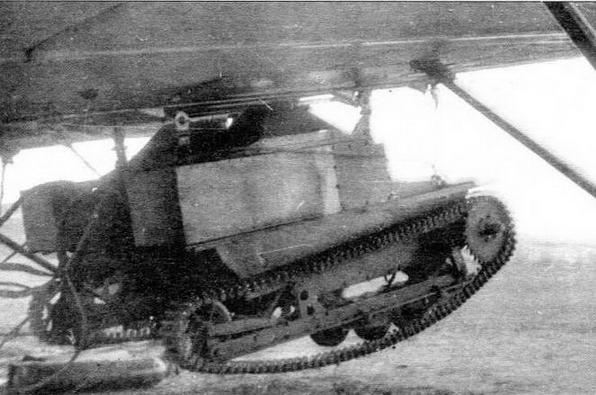 Танкетка Т-27 на подвеске ПД-Т под бомбардировщиком ТБ-1
