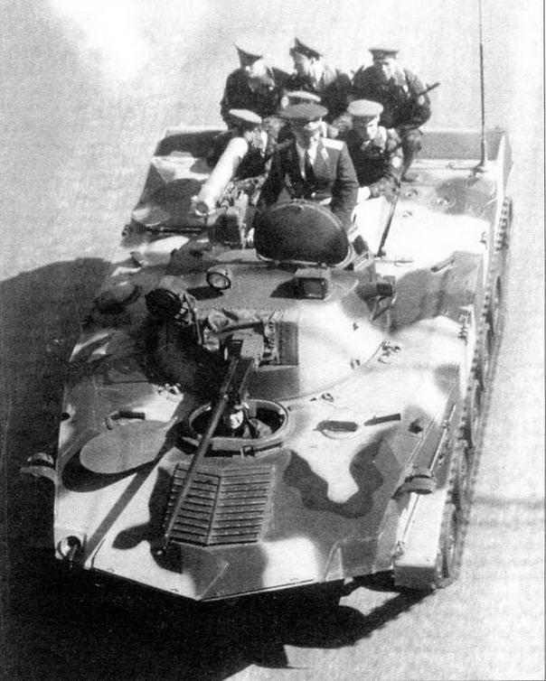 БМД-2 возвращается с парада на Красной площади. 9 мая 1990 года