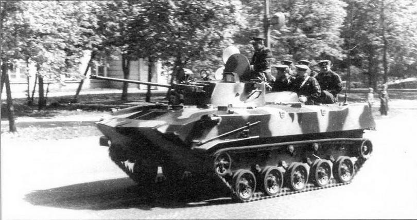 БМД-2 на улицах Москвы после парада 9 мая 1990 года