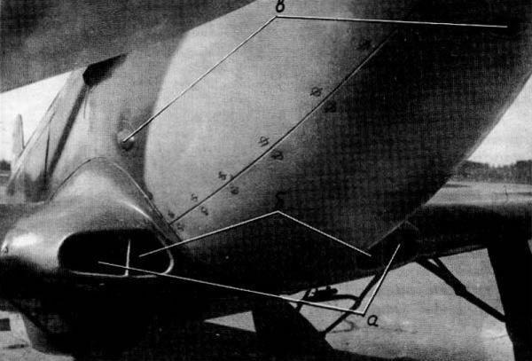 Вид спереди на воздухозаборники туннеля маслорадиатора и всасывающего патрубка самолета Як-3 ВК-107А с винтами АВ-10п-20 и ВИШ-107ЛО выпуска зав. №115, проходившего государственные испытания с 7 февраля по 15 мая 1944г.: