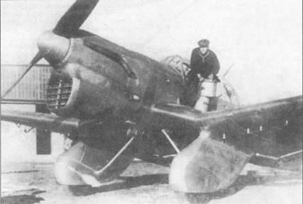 Ju 87 VI с модифицированным увеличенным радиатором под двигателем. Стоит обратить внимание на узлы крепления аэродинамических тормозов.