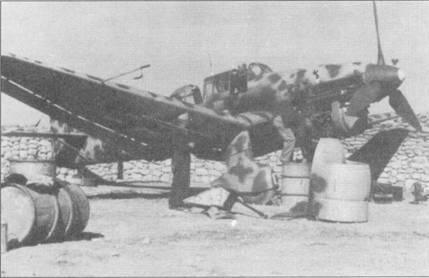 Весной 1942г. эскадра St.G-З была переформирована в I/St.G-1. В бортовых кодах самолетов обозначения «S7», соответствовавшие St.G-З, пришлось заменить на «AS», положенные самолетам St.G-1. В то же время группа сохранила эмблему St. G-3; эмблема заметна на верхнем капоте двигателя.