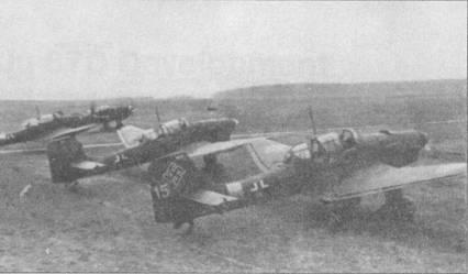 Самолет Ju-87 представлял собой не только удачный самолет поля боя, но идеальное средство буксировки планеров. По упрощенной маркировки этих буксировщиков можно предположить, что самолеты использовались в каком-нибудь тыловом учебном центре. В верхней передней части киля написан белой краской заводской номер Ju-87 (для переднего самолета — 5222), на руле направления — тактический номер «15» желтого цвета; кольцо вокруг фюзеляжа также желтого цвета. Как винта — красно-белый.