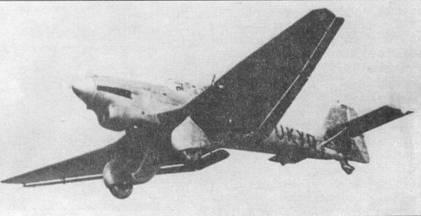 Ju 87 V3 (D-UKYQ) в полете. Эта машина, как и предшествующая V2, уже имела одинарное вертикальное оперение.
