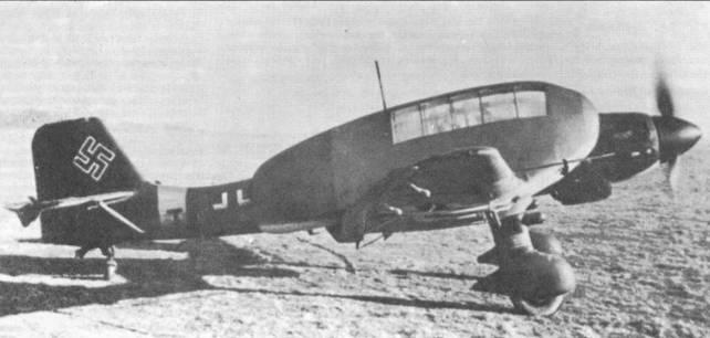 Ju 87 D-3 с двумя кабинками для диверсантов. Это был проект, который не нашел применения на практике. Стоит обратить внимание на крюк для буксировки транспортных планеров.