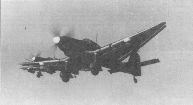 Главным отличием самолетов модификации Ju-87D-5 стало вооружение — на «D-5» в крыльях монтировались длинноствольные 20-мм пушки MG-151, кроме того крыло «пятерки» имело более длинные и узкие законцовки. Самолет Ju- 87D-5 устарел уже на момент создания, однако его боевая живучесть вызывала уважение у экипажей. На снимке — Ju- 87D-5 из St.G-2, Курская дуга, лето 1943г.
