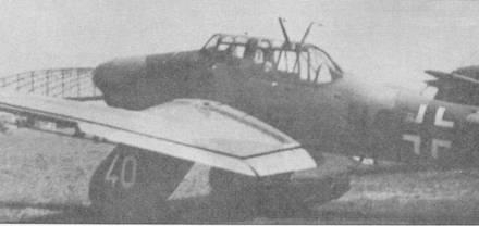 Как большинстве учебно-тренировочных «Антонов», самолет с бортовым кодом «NG+RH» не имеет оборонительного вооружения, а на внешней стороне «штанины» основной опоры шасси нанесен белой краской дополнительный тактический номер «40» (такой же номер нарисован на внешней стороне второй «штанины»). Находившиеся на вооружении учебно-тренировочных стаффелей, в которых велась подготовка пилотов «Штук», пикирующие бомбардировщики Ju-87A благополучно дожили до разгрома Германии в мае 1945г.