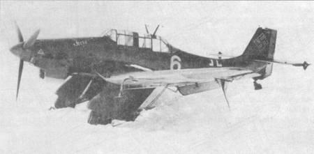 На снимке — учебный Ju 87 А-2 (W. Nr. 5040) с названием «Irene», сфотографированный зимой 1940/41. Самолет в «травяном» камуфляже RLM 70/71/65. Стоит обратить внимание на частично демонтированные обтекатели шасси — повсеместная практика в зимний период.