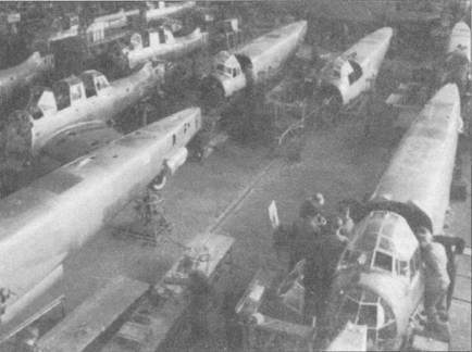 В 1939г. сборка бомбардировщиков Ju-87 и Ju-88 велась в одном цеху. В дальнейшем выпуск пикирующих бомбардировщиков будет налажен на заводах в Берлинее-Темпельгове и в Бремене-Лемвердере; на заводе фирмы Юнкерс в Дессау было построено всего около 430 Ju-87.