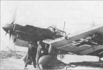 Пикирующий бомбардировщик Ju-87B-2 «T6+LL» раннего выпуска. Самолет принадлежит St.G-2. На машине не установлена сирена. Перевооружение стаффелей пикирующих бомбардировщиков самолетами Ju-87B-2 продолжилось и после окончания Битвы за Англию. Несколько таких самолетов, подбитых над Островом досталось англичанам в почти исправном состоянии.