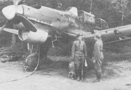 Самолеты Ju-87B-2 отличались от предшествующих вариантов деревянными лопастями воздушного винта с большой хордой и конструкцией жалюзи радиатора. На снимке — жалюзи полностью закрыты. Самолет с бортовым кодом «s2+MM» принадлежал 4./S1.G-77.