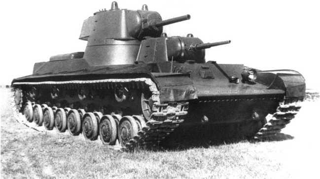 Тяжелый двухбашенный танк СМК перед началом полигонных испытаний. 1939 год. Именно на этой машине был отработан ряд узлов и агрегатов, которые впоследствии использовались на КВ (АСКМ).