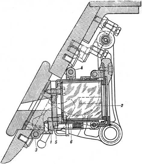 Смотровой люк-пробка механика-водителя танка КВ: 1 — кронштейн, 2 — «триплекс», 3 — петля, 4 — задвижка, 5 — заслонка, 6 — защелка (руководство службы «Танк КВ»).