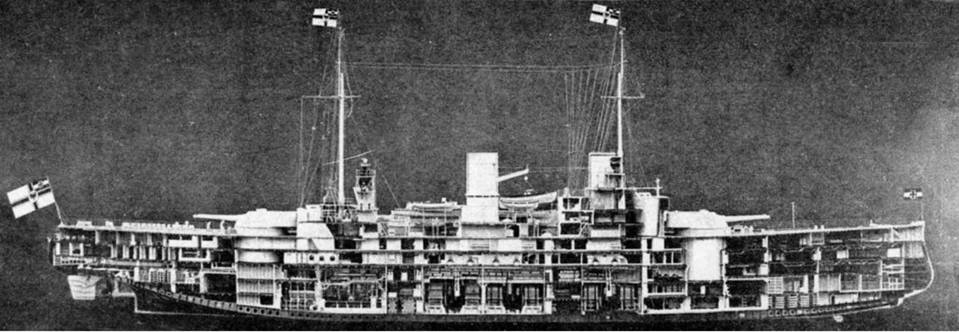 """Линейные корабли типа """"Нассау"""" (Продольный разрез корпуса. Фото с модели)"""