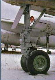 """Фотографии передней стойки шасси самолета """"101"""". (Ильдар Ведретдинов)"""