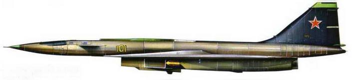 Вид сбоку (левый борт), нос поднят, заводская окраска самолета, бортовой номер желтый, киль черный с надписью1972 г.