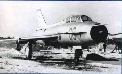 """Летающая лаборатория """"100 ЛДУ"""" (на базе самолета Су-7Б), на которой проводились исследования системы дистанционного управления."""