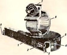 Рис.32. Прицельное приспособление гранатомета: 1 — качающаяся часть; 2 — уровень; 3 — прорезь (целик); 4 — прицельная шкала; 5 — указатель деления прицела; 6 — пружинная обойма (неподвижная часть); 7 — зажим; 8 — мушка.