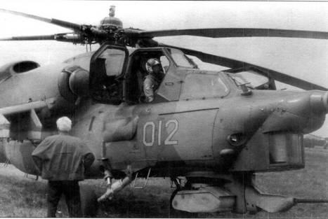 Первый образец Ми-28 после приземления. В кабине В.В. Юдин