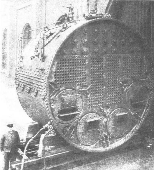 Огнетрубный цилиндрический котел изготовленный в 90-хх годах 19 века для одного из германских броненосцев.