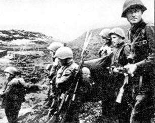 Морские пехотинцы после выполнения задания. Вооружены винтовками СЩ-40