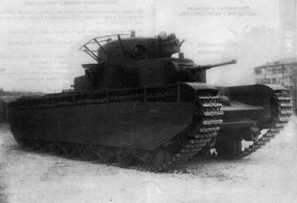 Первый советский супертанк — Т-35. Машина из состава учебного парка ВАММ имени Сталина. Москва, 1937 год