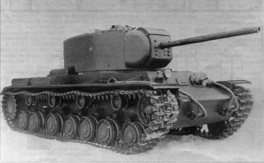 Танк КВ-220 во дворе Кировского завода. Январь 1941 года