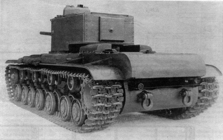 Танк КВ-220. Вид сзади. Хорошо видны пулеметная башенка на крыше башни и измененная, по сравнению с серийными КВ, форма воздухозаборников на крыше МТО