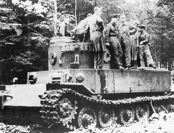 Танк VK 4501 (Р) с установленной башней во время полигонных испытаний.