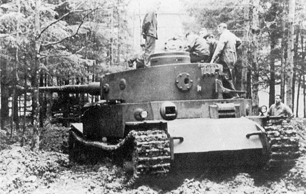 Ещё одна фотография танка VK 4501 (P) на полигонных испытаниях.