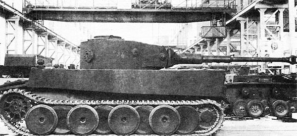 Первый прототип «Тигра» в цехе завода фирмы Henschel. Март 1942г.