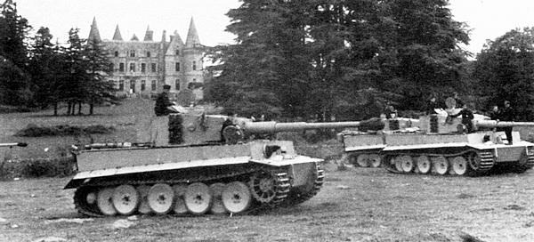 Занятия танковых экипажей в одном из учебных лагерей Панцерваффе на территории Франции.