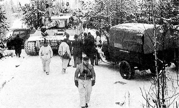 Один из «тигров» 502-го тяжёлого танкового батальона направляется к линии фронта. Январь 1943 года.