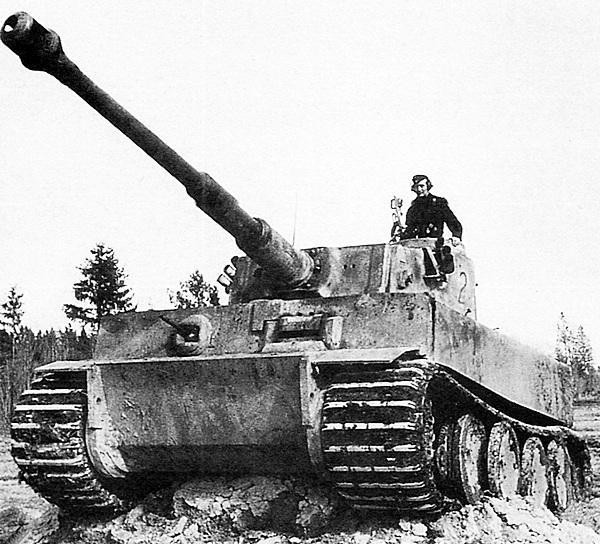 Последний предсерийный «Тигр», оставшийся в строю 1-й роты 502-го тяжёлого танкового батальона. Апрель 1943 года.
