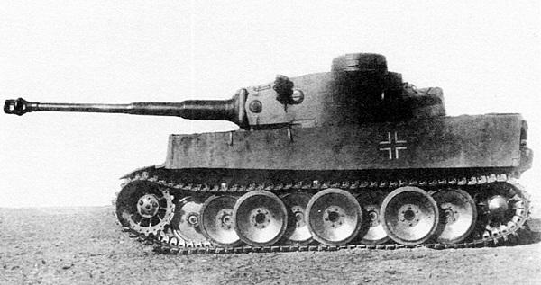 «Тигр» №121, доставленный для испытаний на НИБТПолигон в Кубинку. Весна 1943 года.