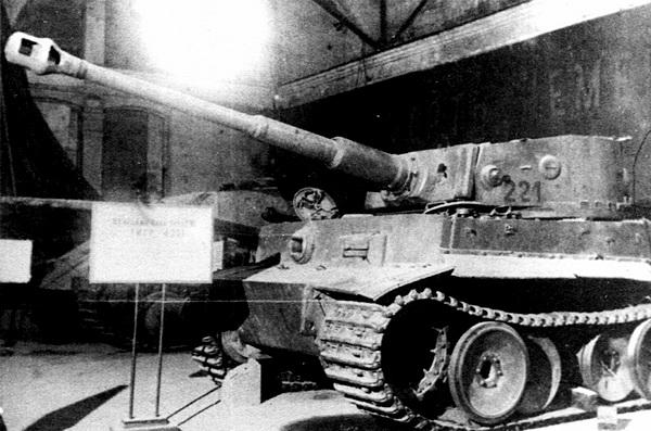 Трофейный «Тигр» №221 на выставке «Героическая оборона Ленинграда», лето 1944 года.