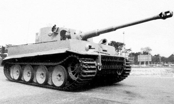 «Тигр» №131 после реставрации в Королевском танковом музее в Бовингтоне, проведённой в конце 1990-х годов.