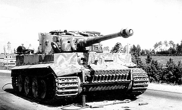 «Тигр», подбитый частями Красной Армии. 3-й Белорусский фронт, 8 июля 1944 года.