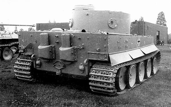 «Тигр», захваченный американскими войсками в Тунисе в 1943 году, ныне — экспонат музея на Абердинском полигоне в США.
