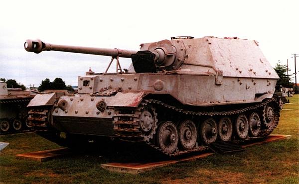 Тяжёлый истребитель танков «Элефант» в экспозиции музея на Абердинском полигоне (Aberdeen Proving Ground) в США. Фотография Стивена Залоги (Steven Zaloga).
