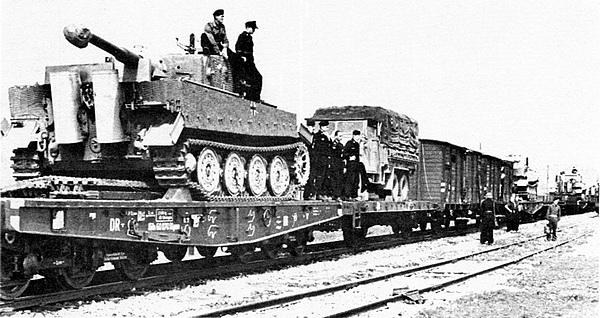 Танки дивизии «Великая Германия», прибывшие в Литву. Август 1944 года.