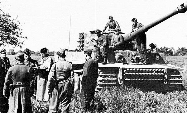 Постановка учебно-боевой задачи экипажам 101-го тяжёлого танкового батальона СС. Франция, весна 1944 года.