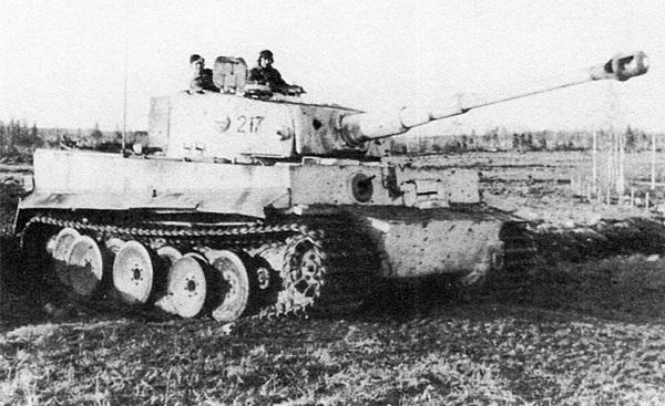 «Тигр» из состава 502-го тяжёлого танкового батальона во время боёв в Курляндии. Март 1945 года.