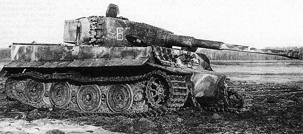 Тяжёлый танк «Тигр» из состава дивизии «Великая Германия», подбитый советскими частями. Восточная Пруссия, 2-й белорусский фронт, 1945 год.